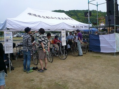 自転車発電の様子