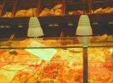 美味しそうなピザが並ぶ