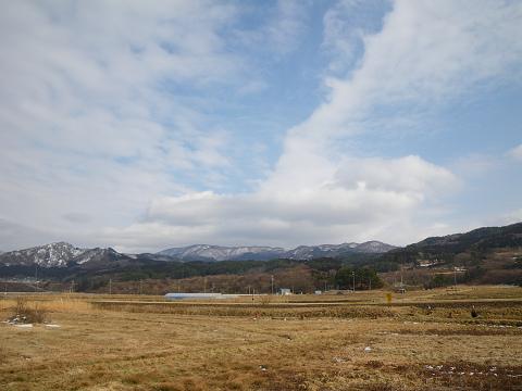 青い空と山と田園風景