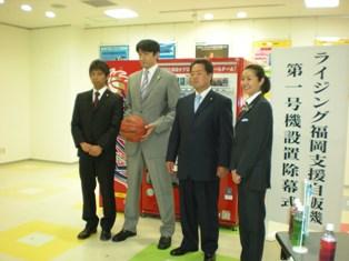 川面選手、小川ヘッドコーチ、山下代表取締役、山本球団代表