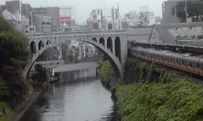 お茶の水橋から聖橋を望む