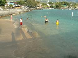 狭いビーチ