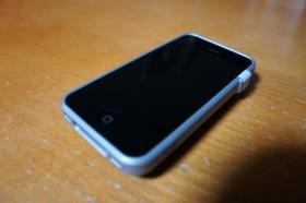 iphone4_caze_thinedge_03.jpg
