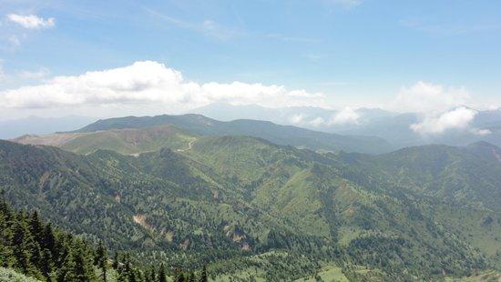 横手山頂上から観た白根山方向