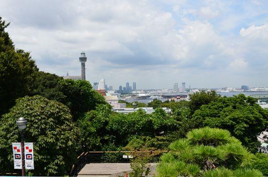 「港の見える丘公園」から望むマリンタワー・山下公園方面