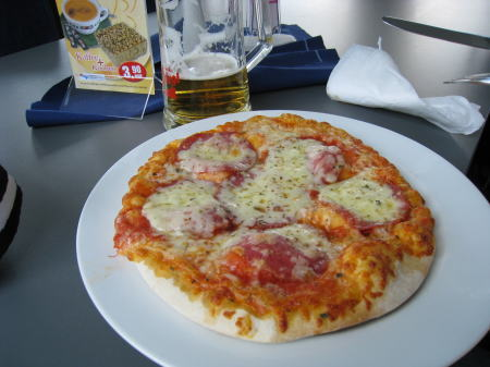 船内のピザ