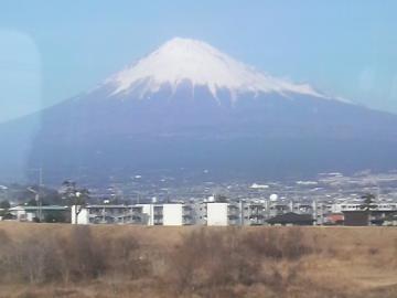 富士川橋梁上の車窓から富士山を撮る