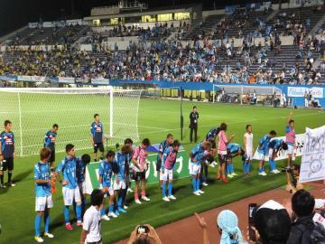 惜しくも引き分けに終わり、ゴール裏からは「横浜コール」が掛けられる