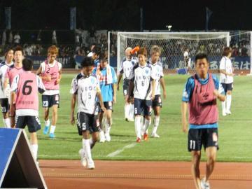 内容は置いておきつつ、とりあえず勝利という結果にホッとした表情?の横浜FCイレブン