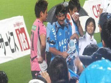 久々のビクトリーステージに立つ、関、野崎、宮崎の3選手