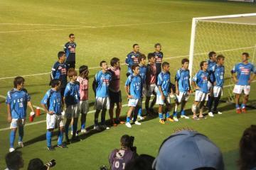 試合終了後のゴール裏への挨拶。眼は死んでいない、決して。