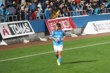 この試合で(当然ですが)MVPとなった野崎選手。満面の笑みで声援に応える。