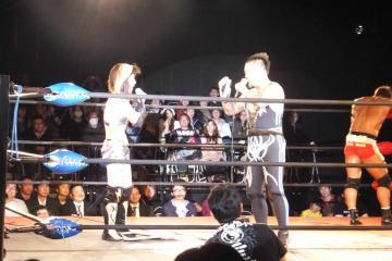 第4試合(男女混合タッグマッチ)終了後の一幕。