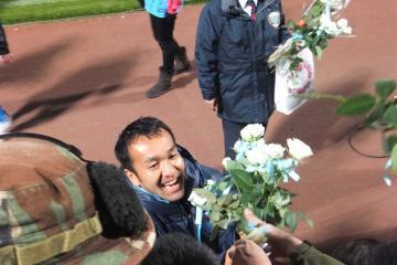 「ホーム最終戦」で別れを告げる事となった柳沢選手。アディオス!