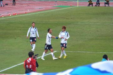 終盤、難波のゴールで横浜FCが先制。そのご、ロスタイムにもまた難波が2点目を挙げた
