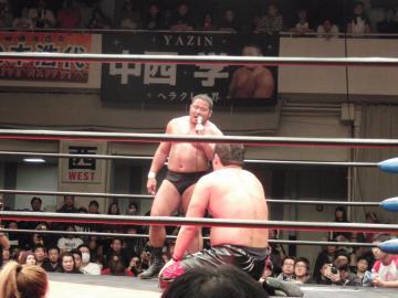 メイン終了後、石川を諭すように話しかける勝者・中西だが・・・