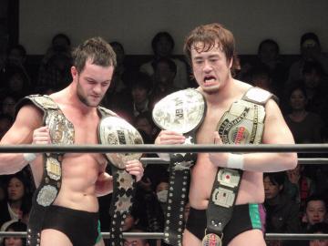 見事にタイトルを奪取し、それぞれ「二冠王」になったデヴィット選手(左)と田口選手