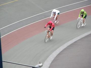 メインレースは千葉の根田選手(赤・3番)が強力先行で押し切る