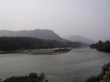 宿の部屋から眺めた阿賀野川の光景