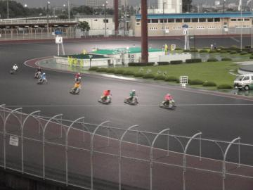 伊勢崎オートレース場でのレース光景