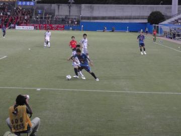 前半は攻めあぐねた横浜FC。寺田の突破も実らず