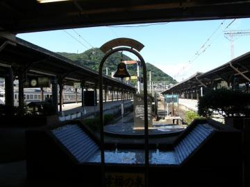 門司港駅構内の「0マイル標識」と「旅立ちの鐘」