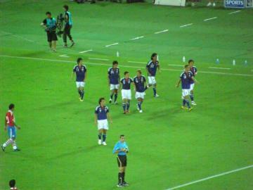 香川(11番)のゴールで喜ぶ日本代表の選手達