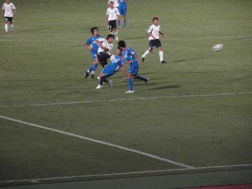 2本のシュートに押さえられた横浜FC。その内の1本、寺田のシュートは枠の外に・・・