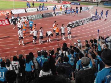 かなりの苦戦に表情は冴えない横浜FCイレブンだが、何とか無失点で守り通した。