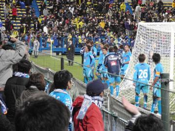 無念の「敗戦」となったが、責め立てる事はなく激励の横浜コールで選手達に応えた