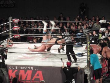「前半戦」ラストとなったタッグマッチは、関本が石川(晋)を見事にジャーマンで仕留める