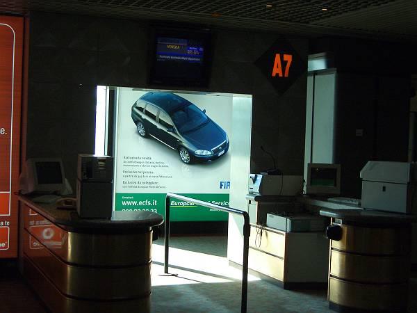 ローマ空港で01