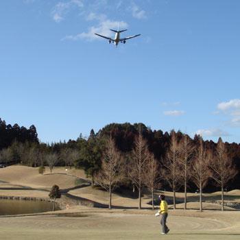 飛行機を見ながらラウンド