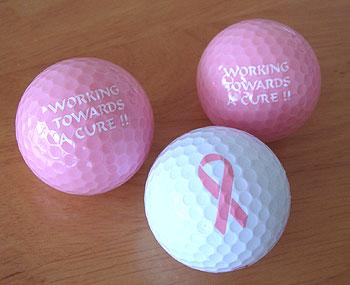 ピンクリボンのゴルフボール