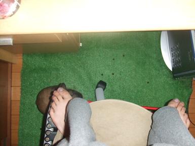 椅子の下の餅1