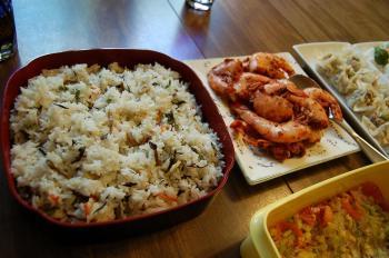 炊き込みご飯とエビチリ