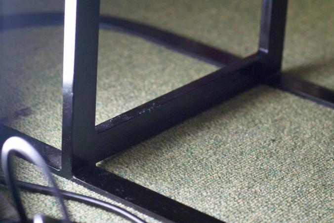 テーブル下部