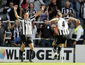 Andy-Carroll-Kevin-Nolan-celebrate.jpg