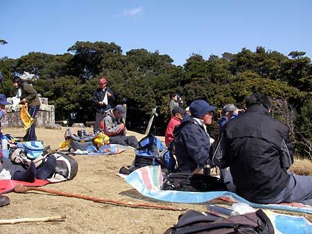 山頂の鶴待ち人達