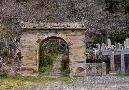 アーチ型石門