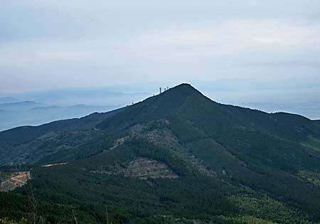 二ノ岳から見る三ノ岳