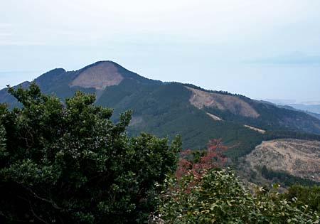 三ノ岳から見る二ノ岳