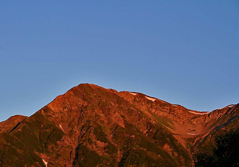 朝日に染まる赤石岳