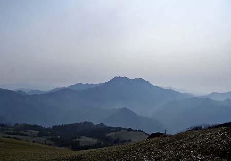 瓶ヶ森から見た石鎚山