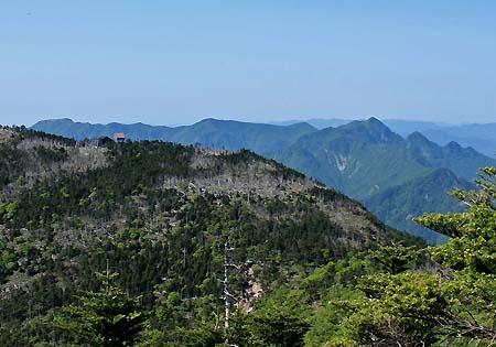 左から山上ヶ岳、国見岳、行者環岳