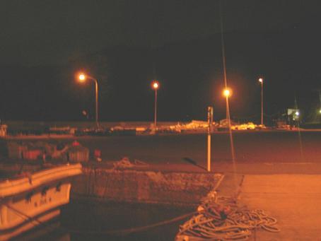 夜の幌武意漁港