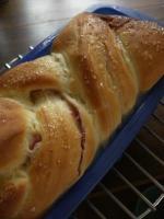 苺の折り込みパン