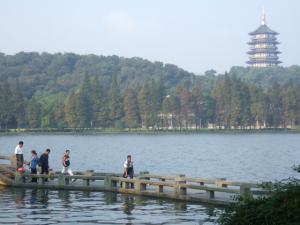 朝の西湖②