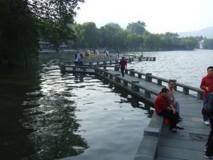 朝の西湖③