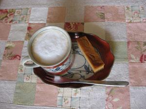 TokoTokoサンからの宿題☆キャラメルチーズケーキをカフェオレと♪